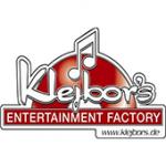 Als Logo der Referenzen bei Klejbors, ist ein dreifarbiges Logo zu sehen.