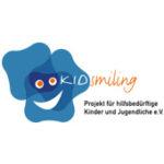 Als Logo der Referenzen bei KIDsmiling, ist ein zweifarbiges Logo zu sehen.